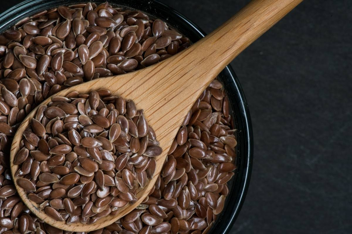 flaxseeds on a spoon.